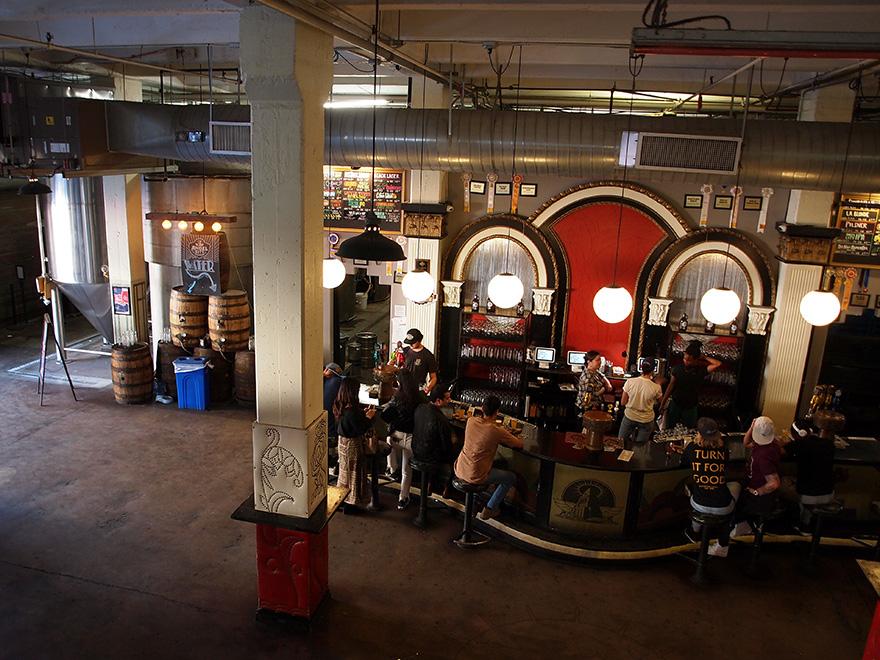 comptoir du bar d'Angel City Brewery