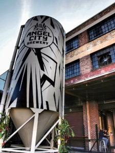 Citerne devant Angel City Brewery