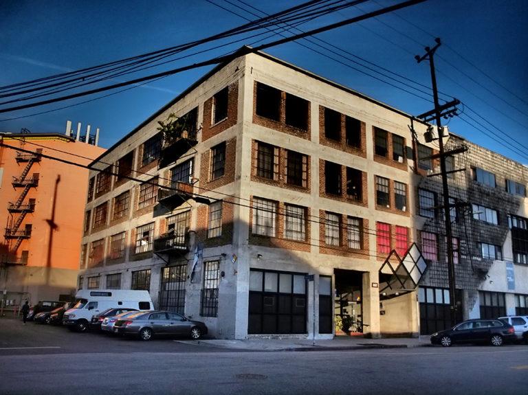 un ancien bâtiment industriel dans le quartier d'Art District à Los Angeles
