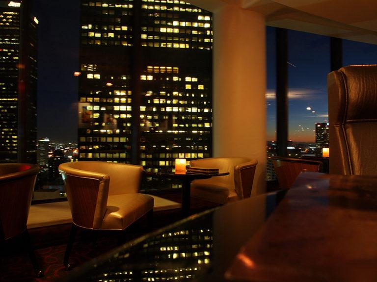 Intérieur du Bona Vista Lounge, le bar panoramique à downtown Los Angeles