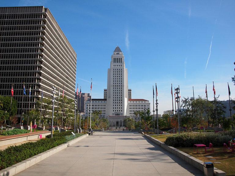 Vue sur Los Angeles City Hall depuis Grand Park LA