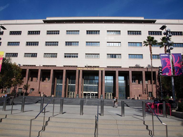 parvis du Kenneth Hahn Hall of Administration scène du tribunal dans la série Lucifer à Los Angeles