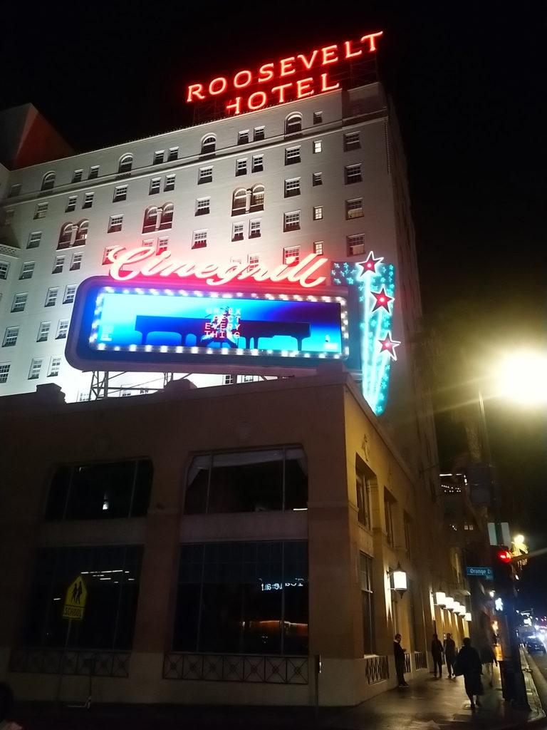Hôtel Roosevelt à Hollywood de nuit