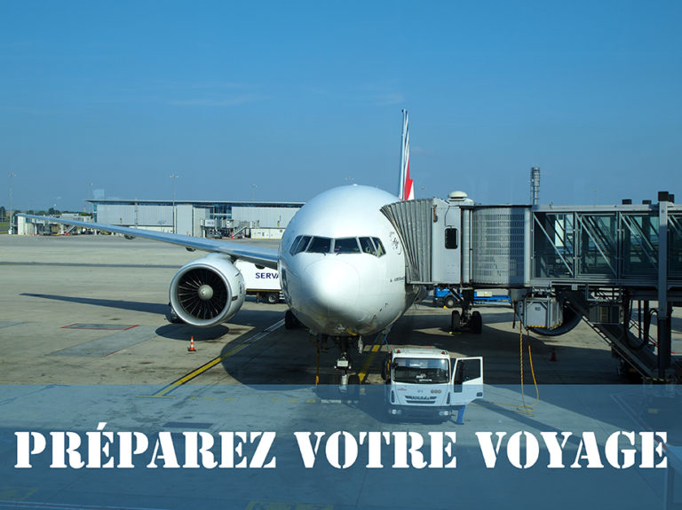 avion air france à l'aéroport avant de voyager vers Los Angeles