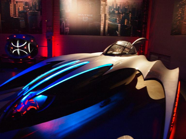 L'un des Batmobiles présente dans l'exposition à Warner Bros Studios